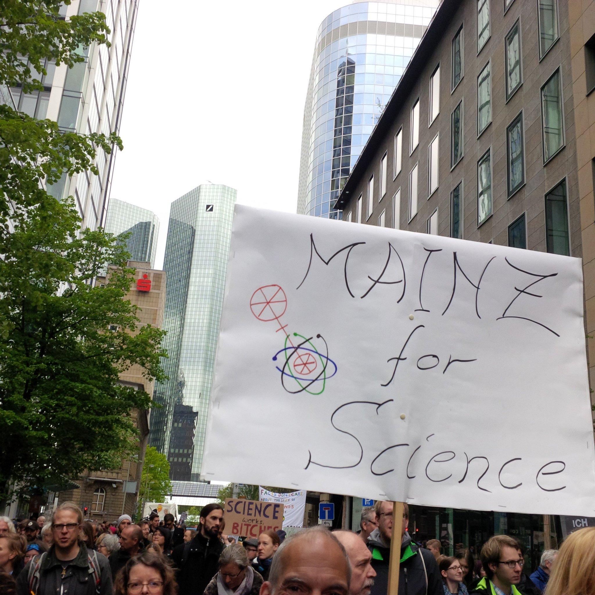 Auf gute Nachbarschaft. #sciencemarchFfm https://t.co/2rC6VFBUgm