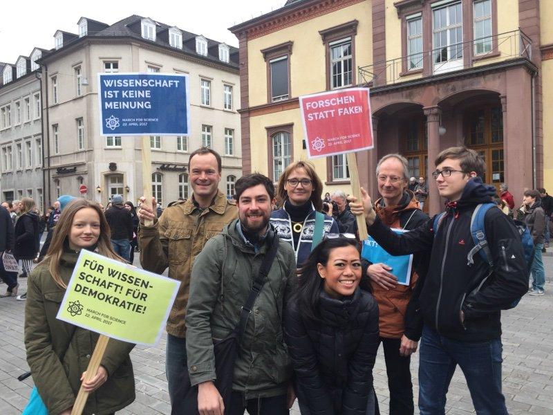 Wir sind da! Und viele andere auch. #marchforscience #Heidelberg @weitergen @klauswingen Spatschek @Blugger https://t.co/25L6p8cejm