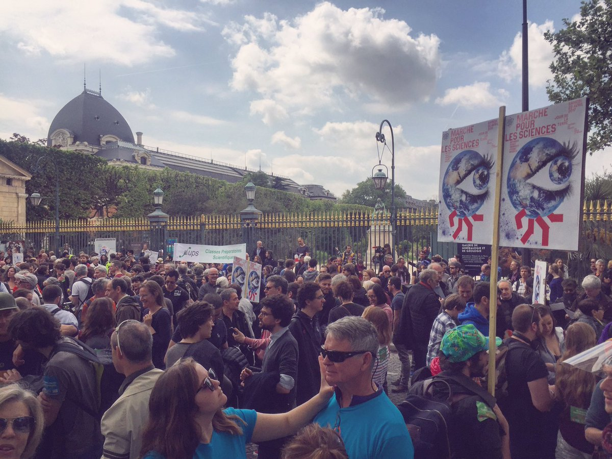 People around the world are joining the #MarchForScience on #EarthDay #ClimateJustice. Right now in #Paris -Photo by @GabrielGaland