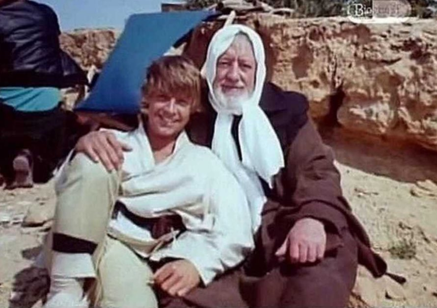 COME HERE, SIT ON OLD BEN&#39;S LAP AND HEAR A STORY ABOUT LONG LONG AGO... #StarWars <br>http://pic.twitter.com/yqWNcXjDdW