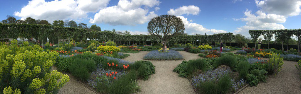 RT @howieemoran @LoseleyPark flower show!! The gardens looking resplendent!!!