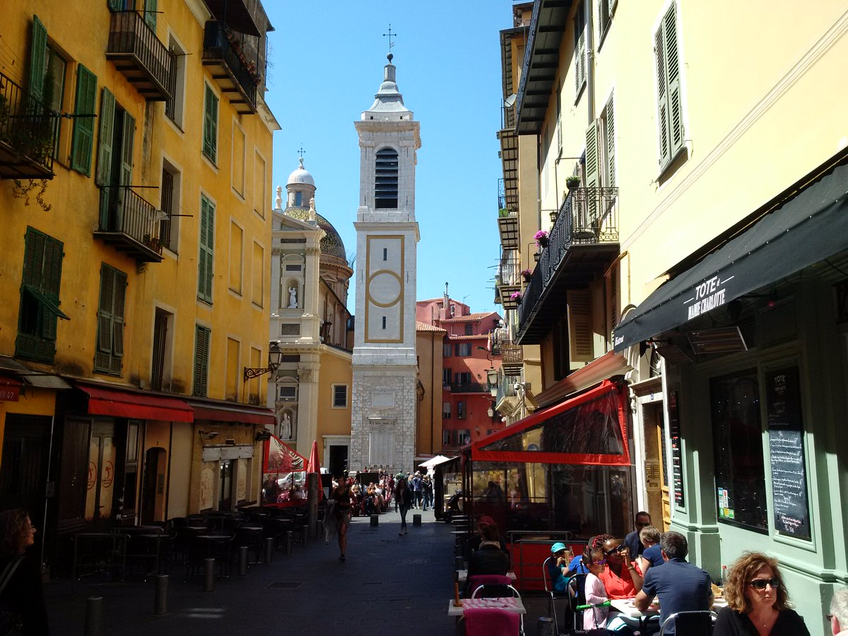 Beautiful sunny day to stroll in small streets of Old Nice, enjoy the spring! #NiceMoments #CotedAzurNow #FrenchMerveilles @VisitCotedazur<br>http://pic.twitter.com/dJMyU1eHAd