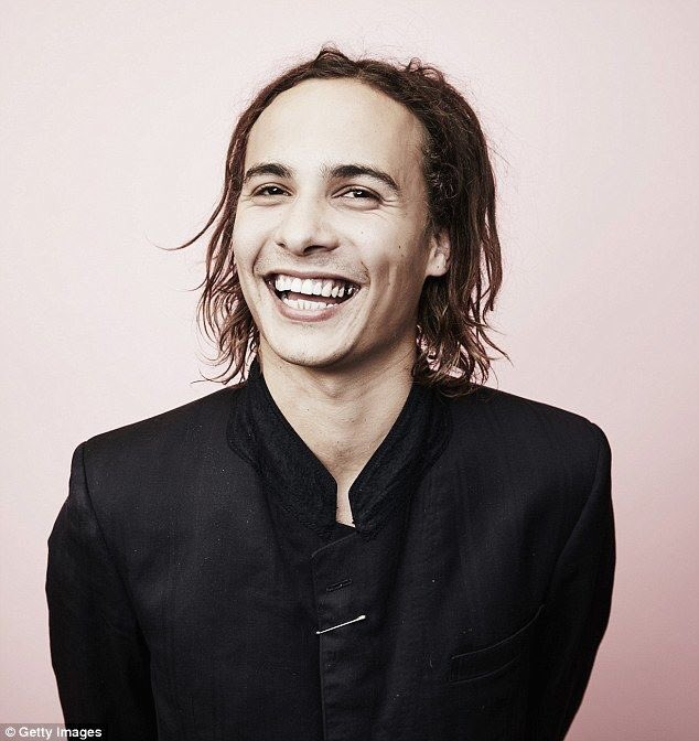 Happy birthday Frank Dillane!!! Hope you have a great day!!! I love you so much!