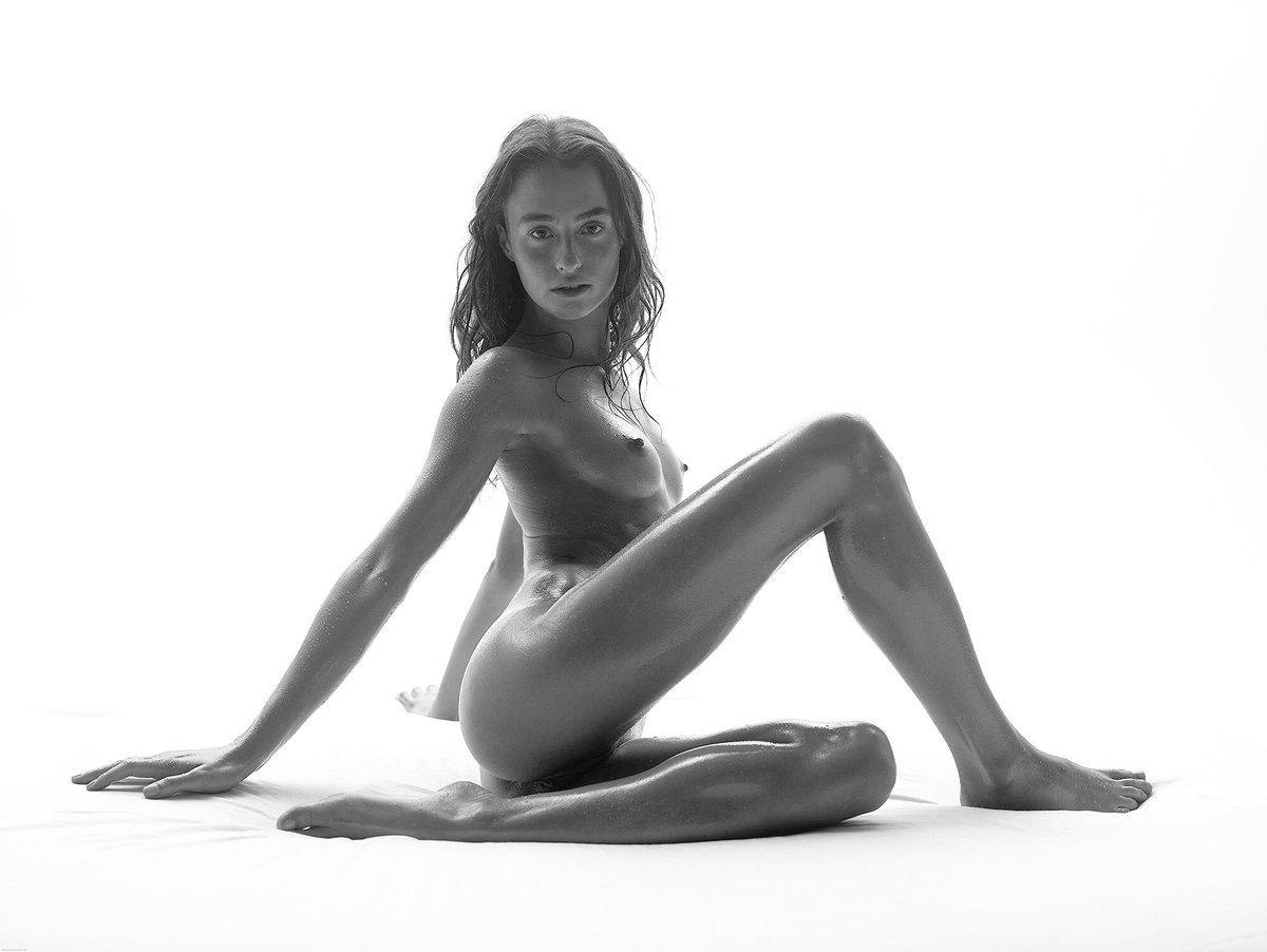 Excellent nude black model cleo
