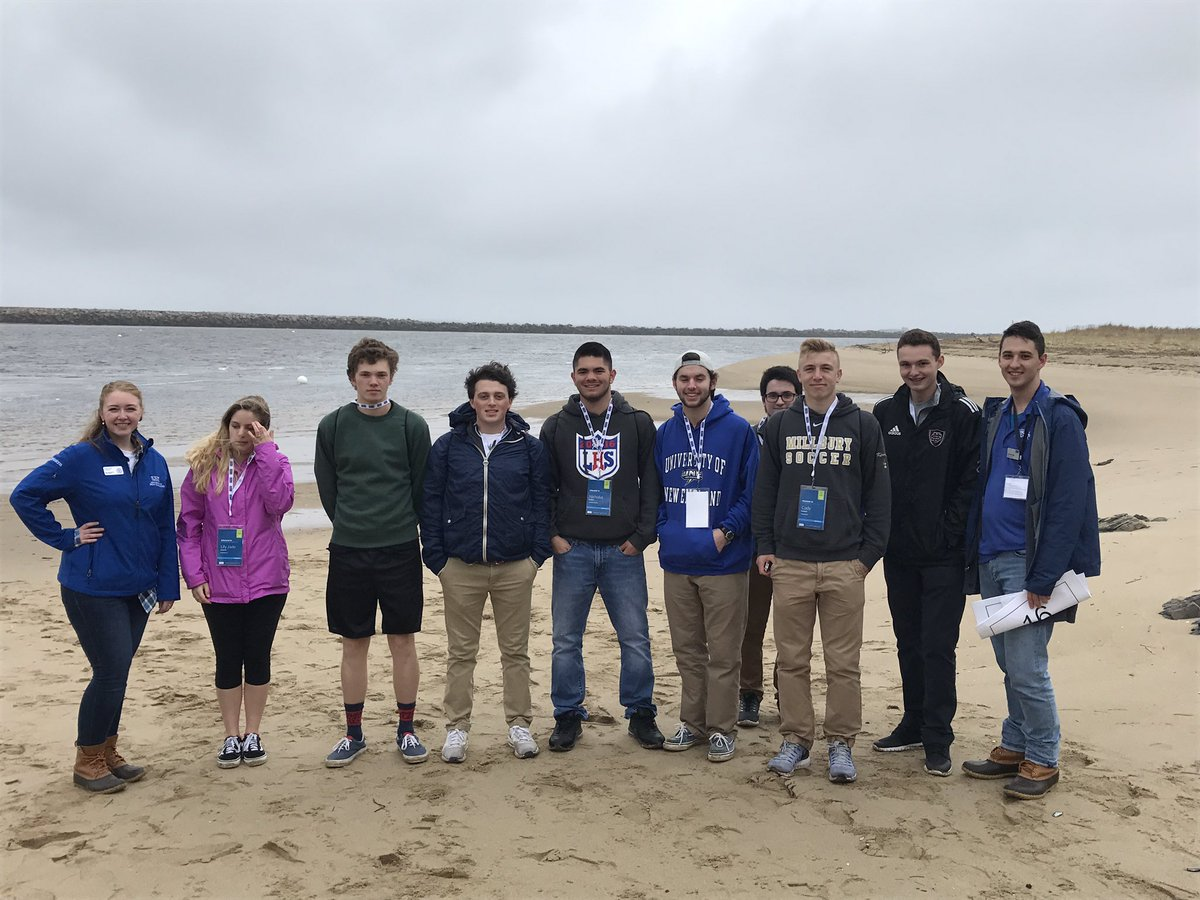 Checking out the campus beach! #futureNor&#39;Easters #uneday17 #une #ocean #beach<br>http://pic.twitter.com/wQ8K7mdOtG