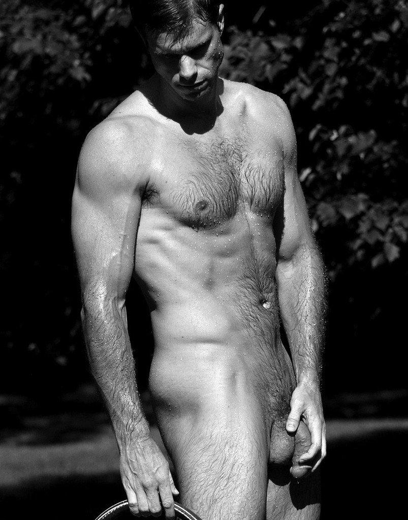 контактная голый волосатый парень в плавках который давно