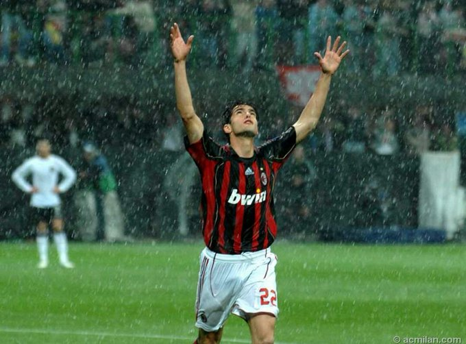 Happy birthday to my favourite footballer of all time! you are the best!