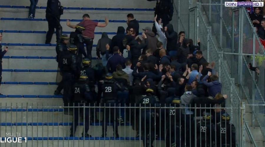 FC Nantes. Les supporteurs nantais expulsés du parcage à Caen #SMCFCN #SMCaen #FCNantes  http:// ebx.sh/2oUoi27    pic.twitter.com/8QRpPtd2yh
