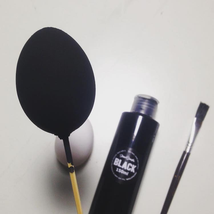 """The world's """"mattest and flattest"""" black paint is now available for all worldwide ◼️ https://t.co/iLRZIUEWcI https://t.co/KEu9YSFsYB"""
