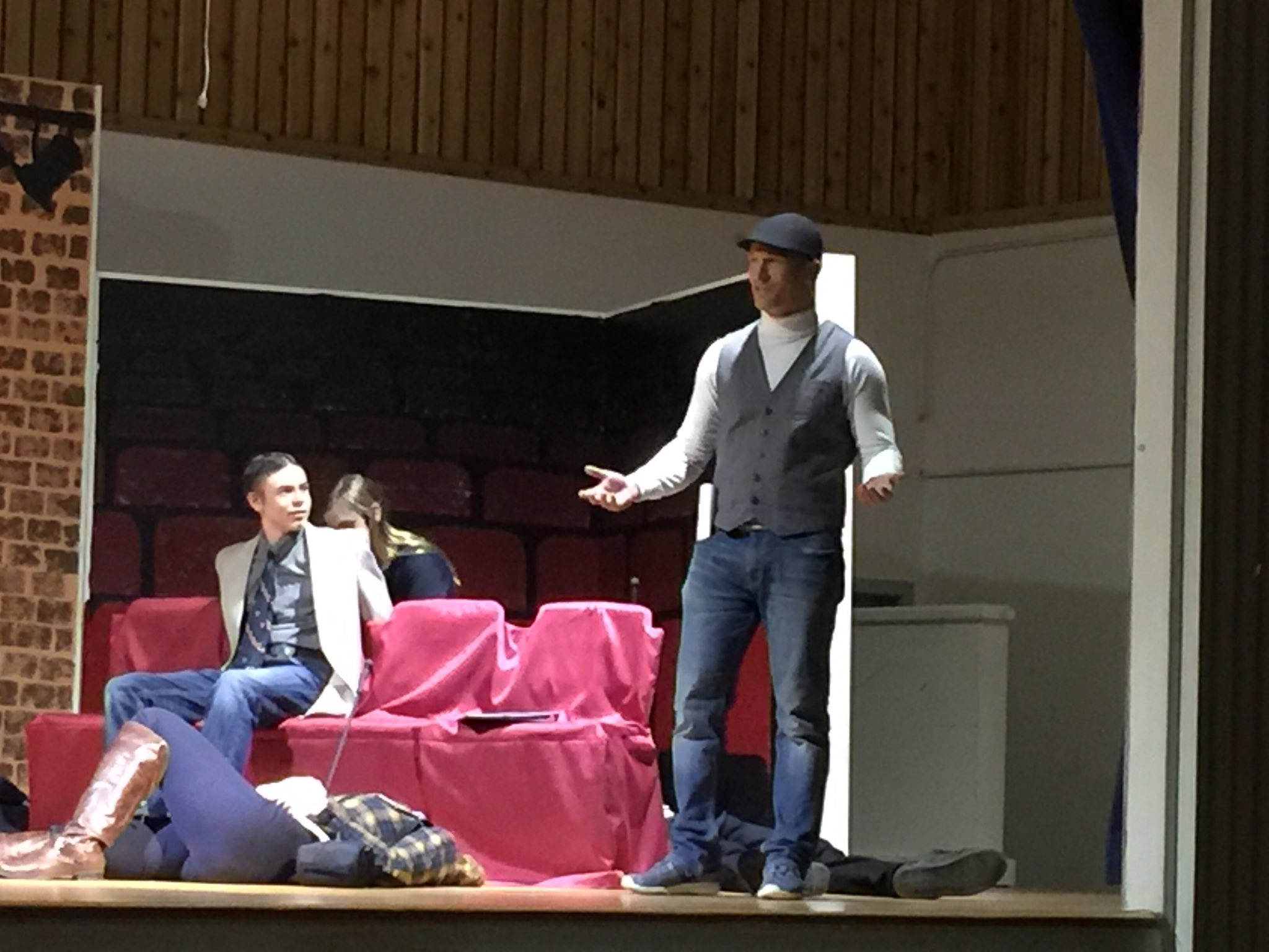 #csd71 @donaldaschool has the principal @mmsiemens playing a playwright in Murder Mystery. @GrantGosse https://t.co/QSScZvnYHr