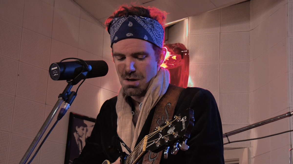 #Charleston Columbia &amp; all S Carolina areas! @Stephen_Kellogg #music Wed 4/26 9:00pm @SCETV &quot;SCC&quot; Channel  preview-&gt;  https://www. youtube.com/watch?v=AMHcRm 8ryCk &nbsp; … <br>http://pic.twitter.com/8lPZxUFGn7