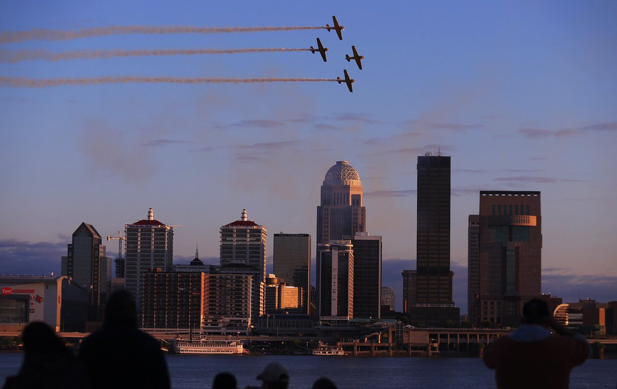 The sunset won't be denied as #ThunderOverLouisville nears the magic h...