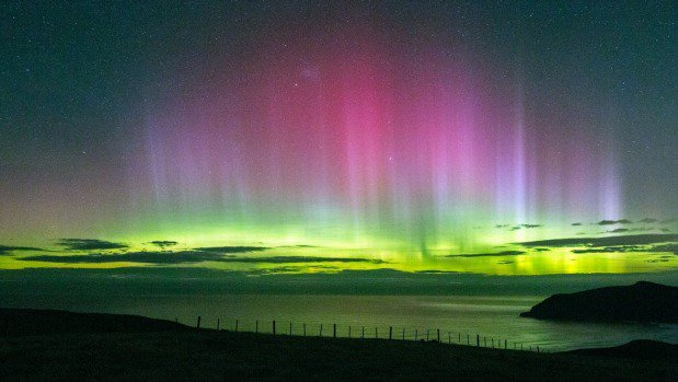 Southern Lights delight Kiwis from Auckland to Otago as aurora lights up night sky https://t.co/05wmx5puFW https://t.co/tpO8jk1dGm