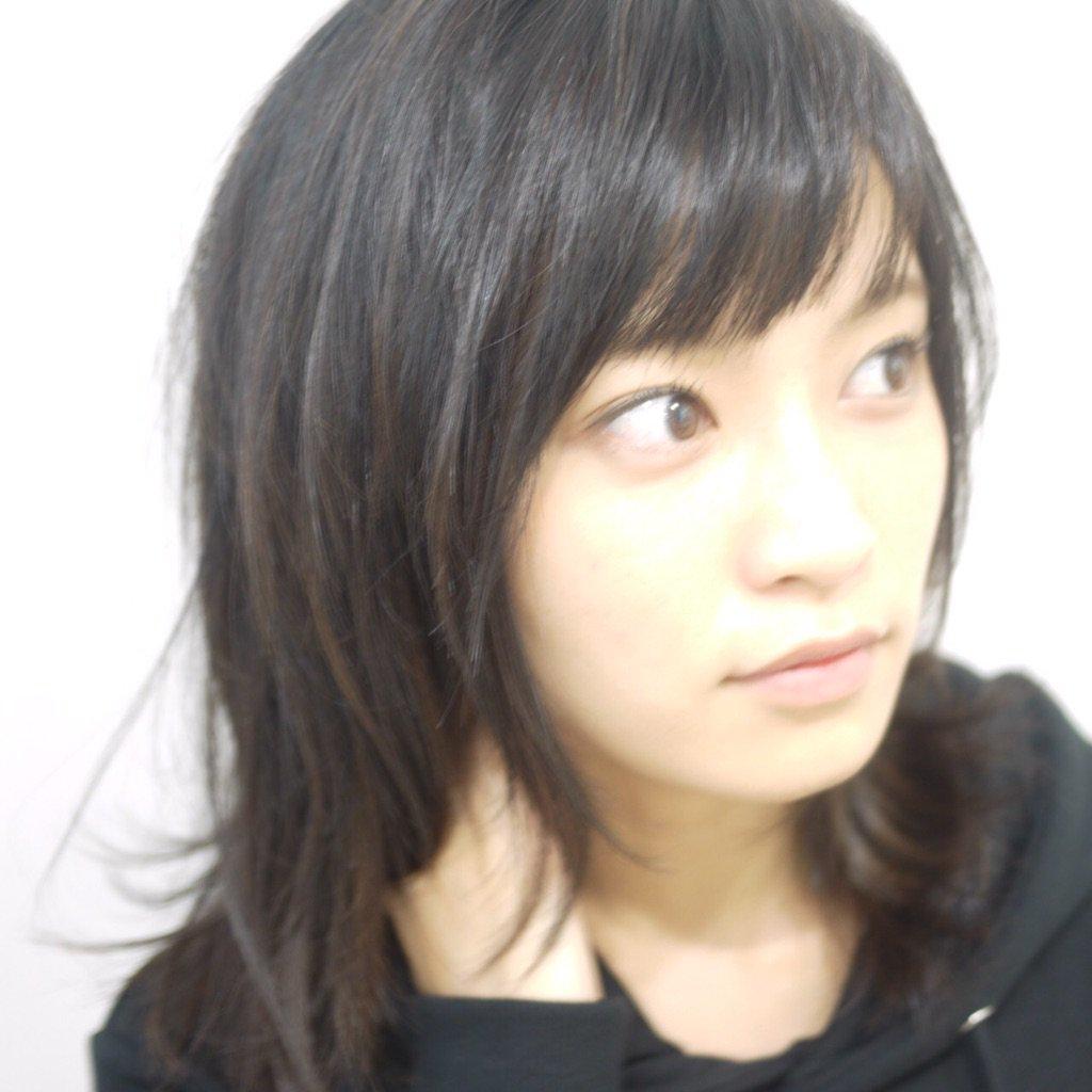 大きな瞳のかわいい小島瑠璃子