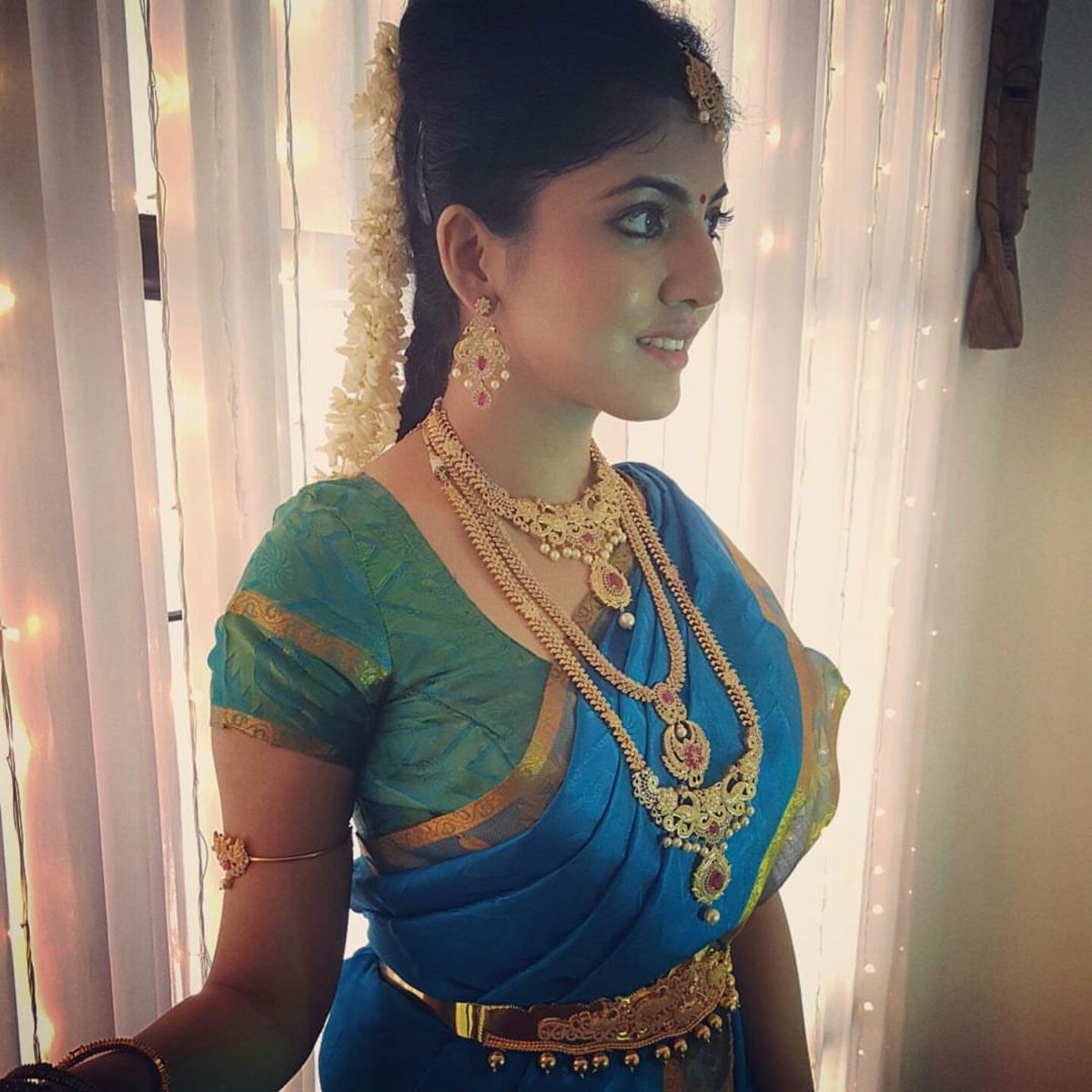anaswara kumar hot navel