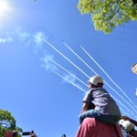 熊本復興を願って熊本の空をブルーインパルスが飛びました!予行の昨日よりも晴天に恵まれ、雲ひとつ無い青…