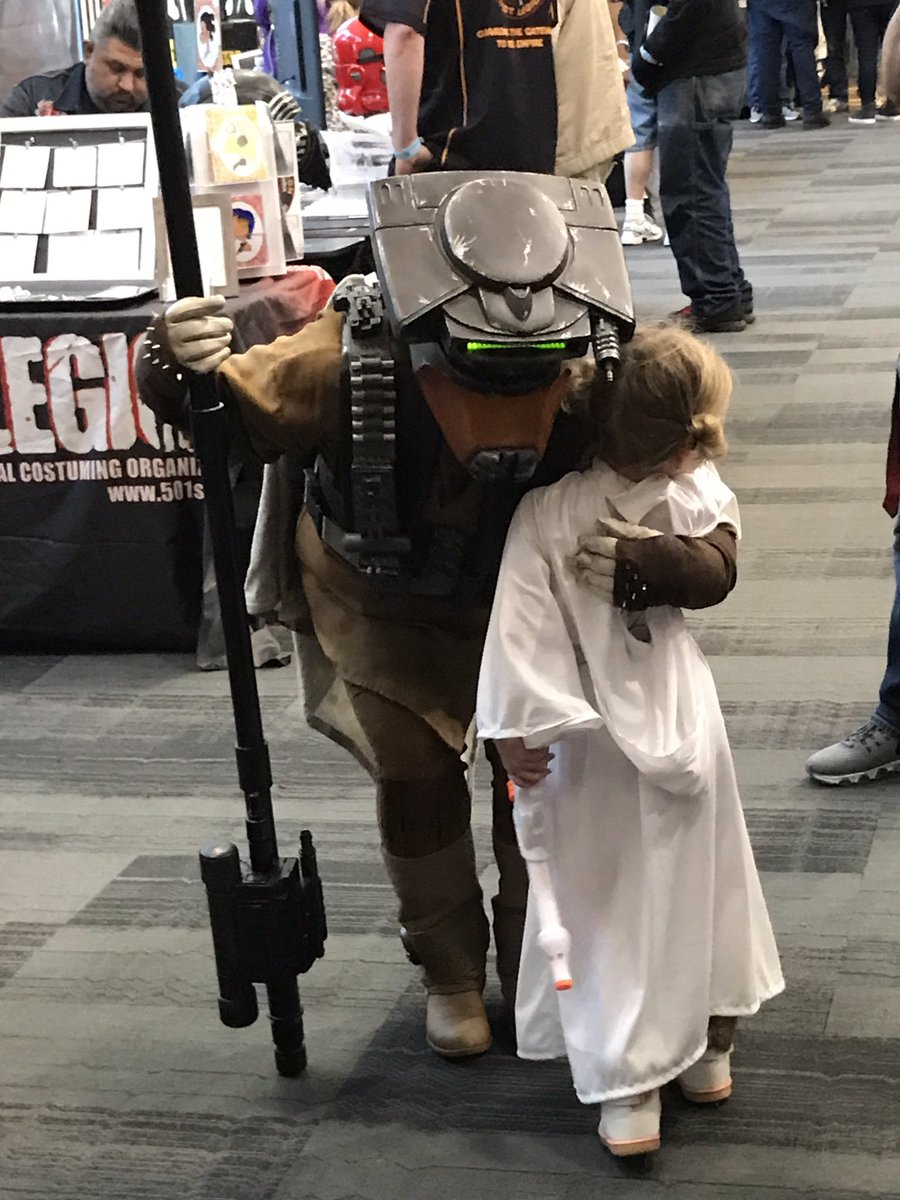 This was such a touching moment. #SVCC2017 #Leia #Boushh #StarWars<br>http://pic.twitter.com/dRbmEX3Nzb