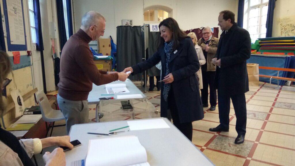 Основные претенденты напост президента проголосовали навыборах воФранции