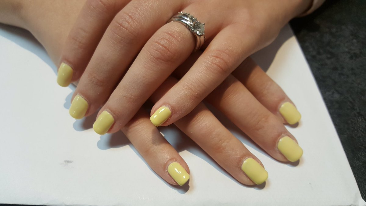 Here&#39;s a #spring #colour for those brave enough to wear #yellow. This is Sun Bleached by #CND #shellac<br>http://pic.twitter.com/NlvOXAl3EJ