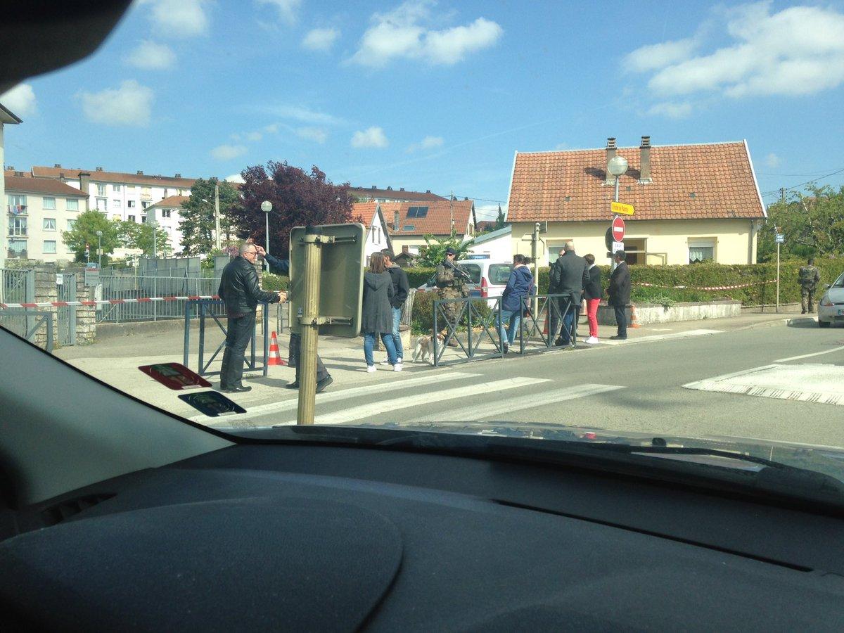 ВоФранции эвакуировали избирательный участок