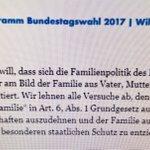Wie erklärt Alice #Weidel eigentlich ihrer Partnerin und ihren Kindern, dass sie keine Familie sind? #afd #afdbpt17