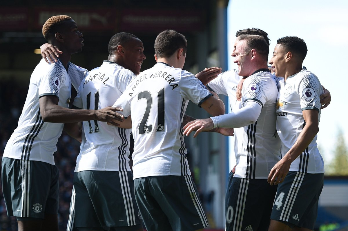 Anthony Martial and Wayne Rooney step up as Manchester United end a good week with a 2-0 win at Burnley.  #UEL <br>http://pic.twitter.com/ugjTn6zjRS