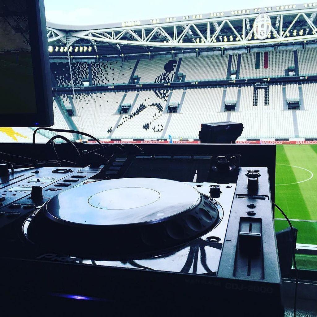 My toys are ready!! #juventus #pioneerdj #dj #finoallafine #juventusstadium #music  http:// ift.tt/2oVTqyf  &nbsp;  <br>http://pic.twitter.com/AcRAqqusoP