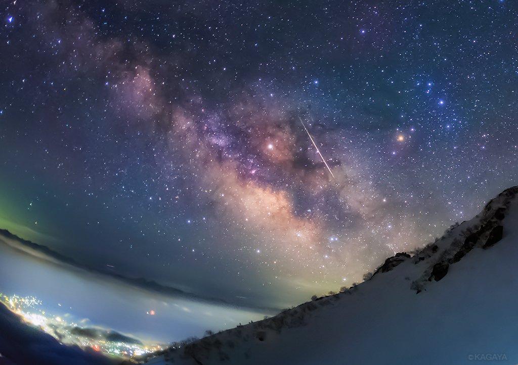 今朝未明に撮影した、こと座流星群の流れ星。1枚目、天の川をゆく2枚目、北極星を横切る長野県中央アルプスにて pic.twitter.com/RlbSwJFHDJ