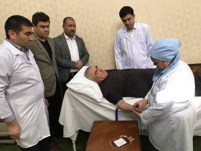 VP Dostum donated blood for the wounded soldier caused by the Sunday's Taliban coward terrorist attack against the military base in Balkh. https://t.co/IMrRqGw6Z9