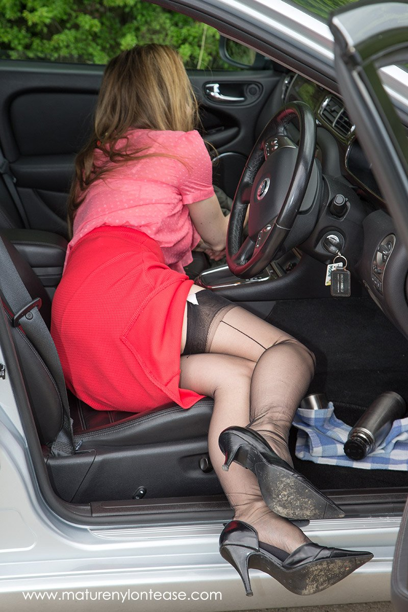 """holly hepburn on twitter: """"out in my jag, now where is my lipstick"""