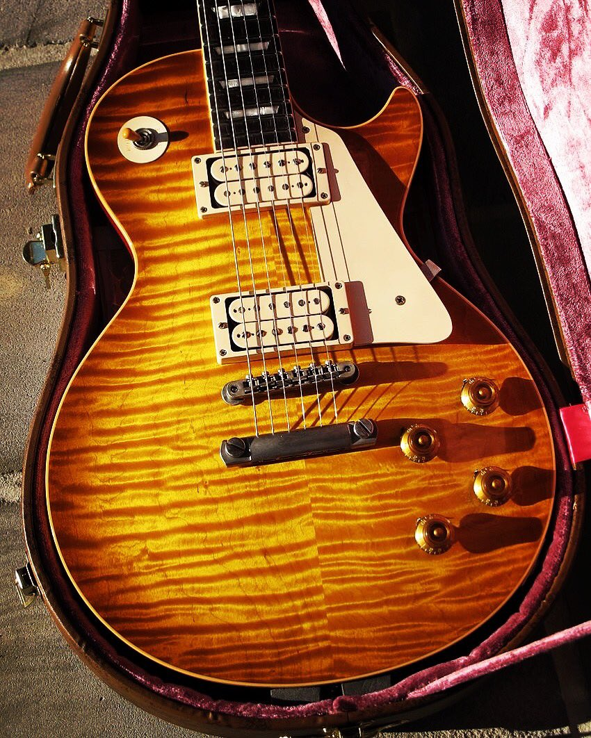 Happy #GibSunday here is the best #burst you have ever seen. #TheGuitarDude  #gibson #GibsonLesPaul #lesPaul #guitar #rip #worldtour #slash<br>http://pic.twitter.com/46eV7gJCnQ