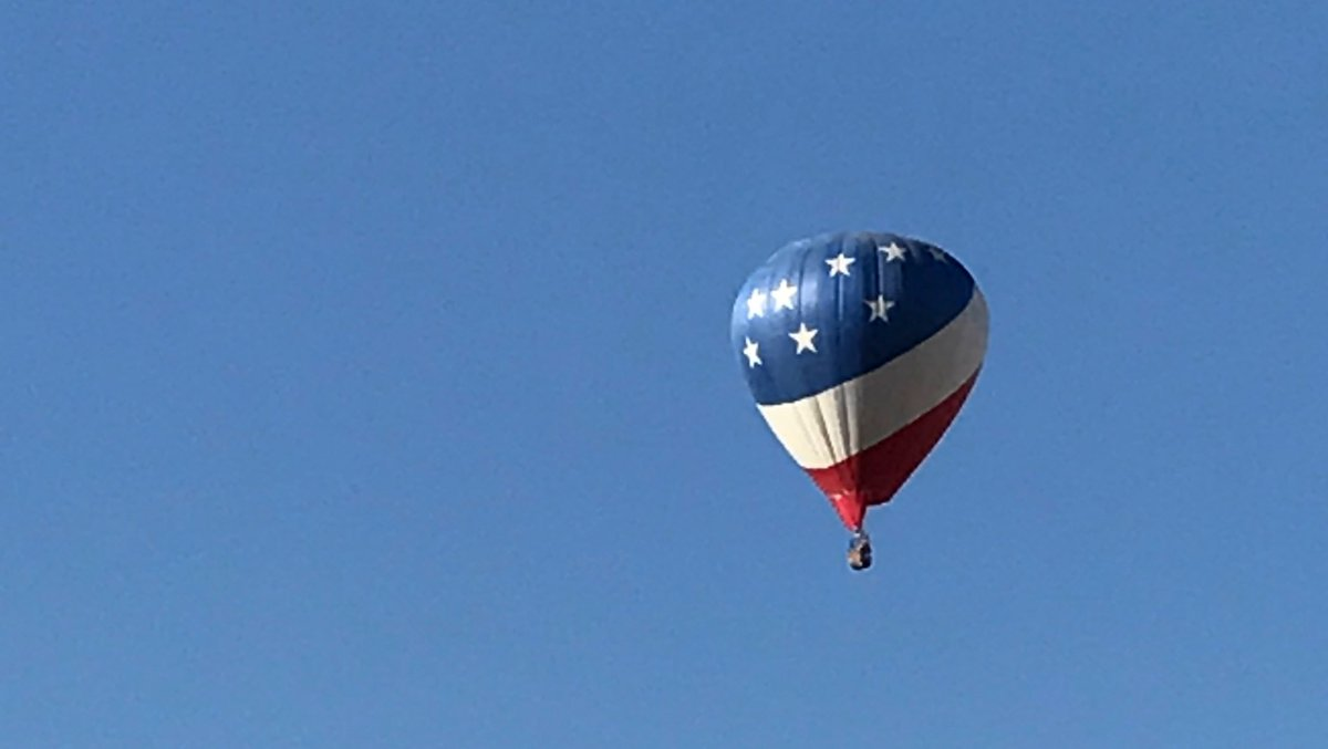 A typical blue sky morning in Albuquerque! #balloons #bluesky #beautiful #Albuquerque<br>http://pic.twitter.com/4aVKGdiOht