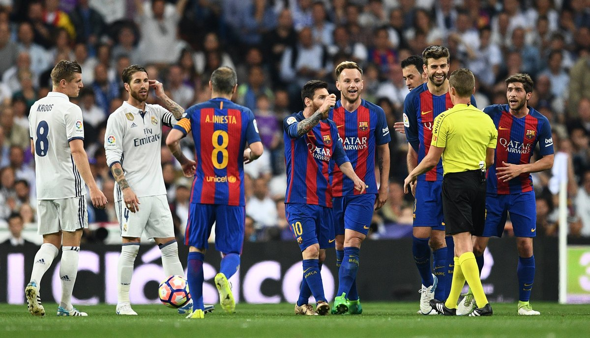 Full time at the Santiago Bernabéu: Real Madrid 2 - 3 Barcelona.   Football, bloody hell.   #ElClasico  #HalaMadrid  #ForçaBarça <br>http://pic.twitter.com/4ENl4Hmpsu