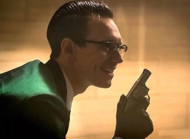 Tomorrow is the return of #Gotham and witness the rise of the #R?ddler @mister_CMS<br>http://pic.twitter.com/eVXdM0pIhD