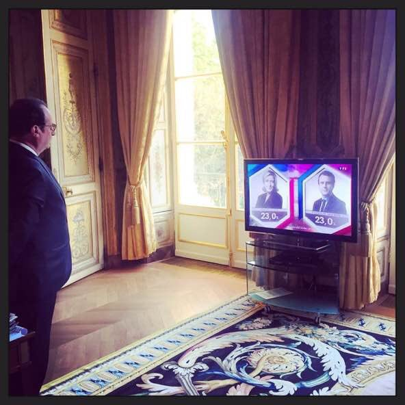 Outgoing and incoming... #France2017 #france #franceelection #france #Presidentielle2017 #hollande #macron #LePen<br>http://pic.twitter.com/GYJimyDDb2