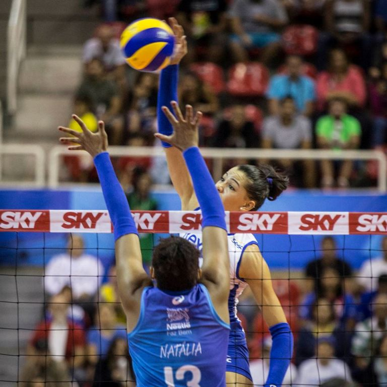 UNBEATABLE! @rexonasesc defeat @FamiliaNestle and win another title in Brazil!  http:// bit.ly/2oBzz40  &nbsp;   #volleyball #volei<br>http://pic.twitter.com/0e3vMH99gO