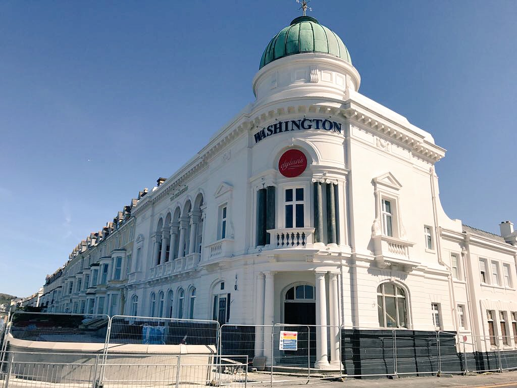 The scaffolding is down at the #Washington, and new signs stand out under beautiful #Llandudno skies. An exciting day!<br>http://pic.twitter.com/EVV6SolwQN