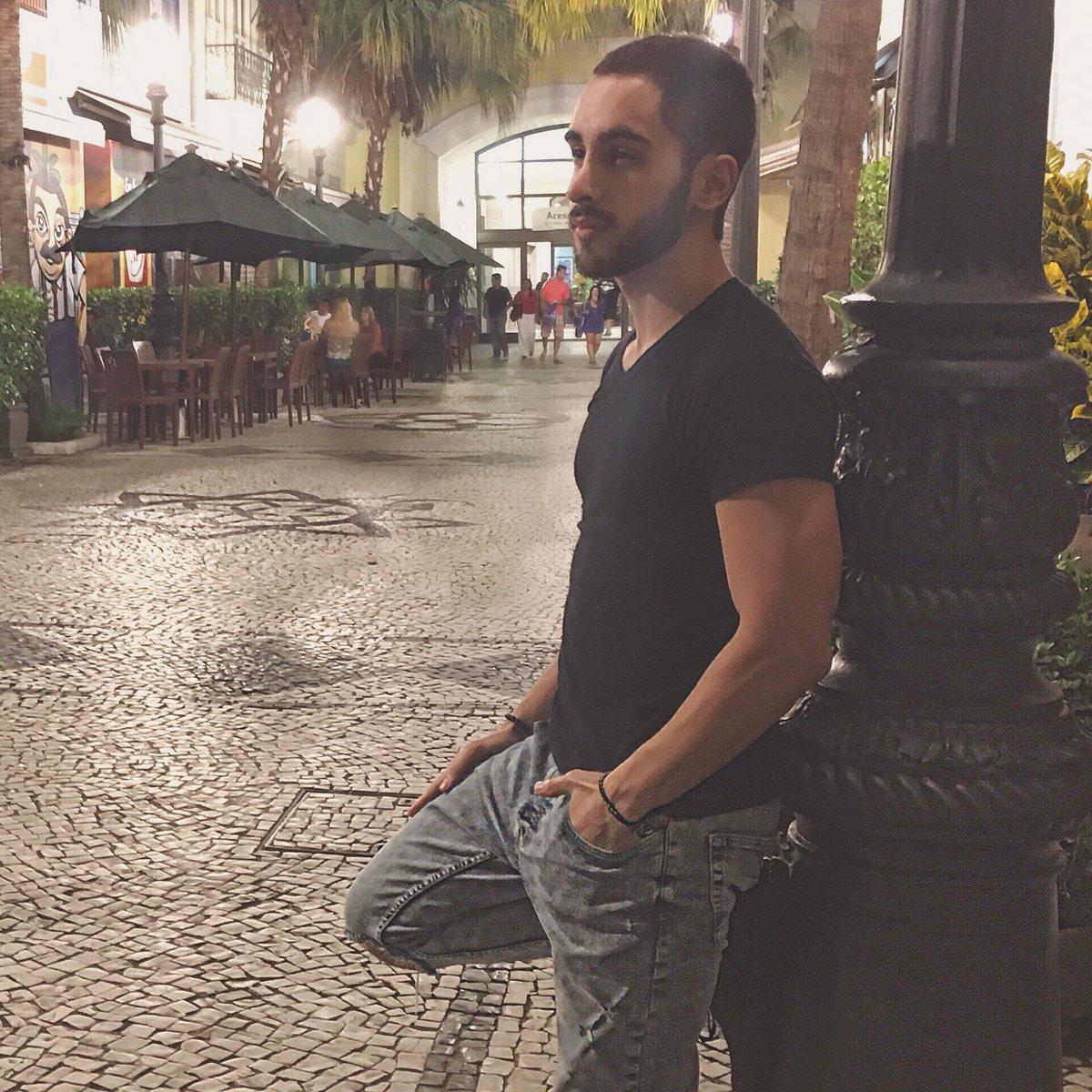 """Melim on Twitter: """"Confira agora a entrevista exclusiva que demos para a Revista Arte Brasileira. Super bacana. https://t.co/uHW9Nyzkrh ..."""