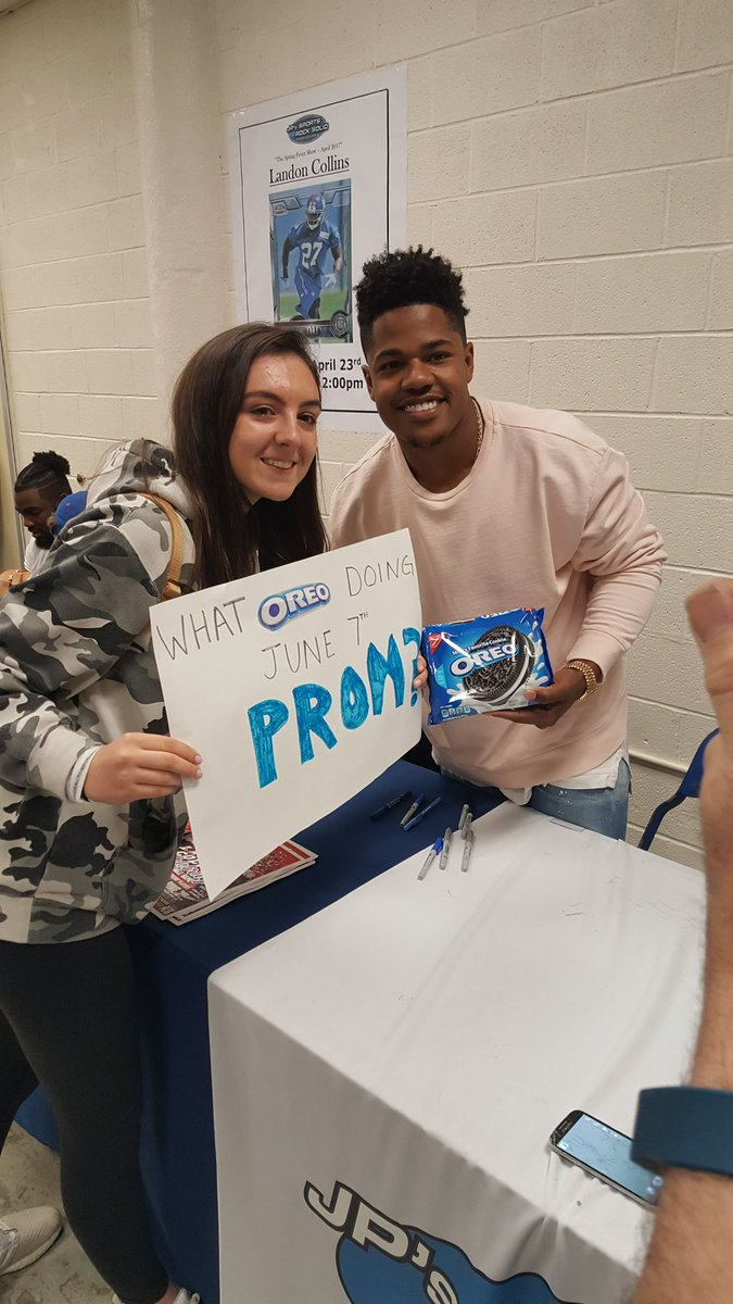 @sterl_shep3 just made this girl very happy!!! #ifhesfree #mybday #Giants #Giantspride <br>http://pic.twitter.com/N7tOv7UhiW
