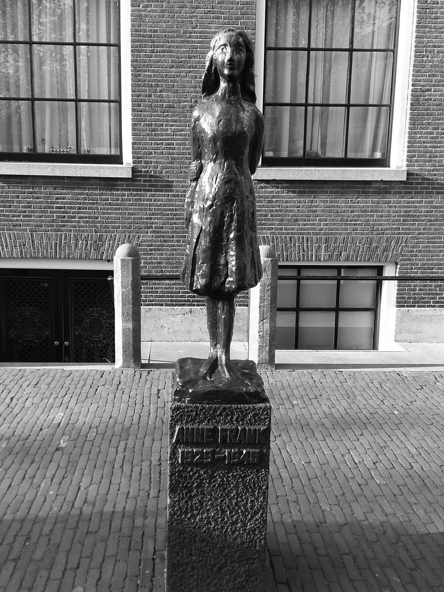 To build a future, you have to know the past. (Otto Frank)   #AnnaFrank #Amsterdam <br>http://pic.twitter.com/beMtH6YZC5