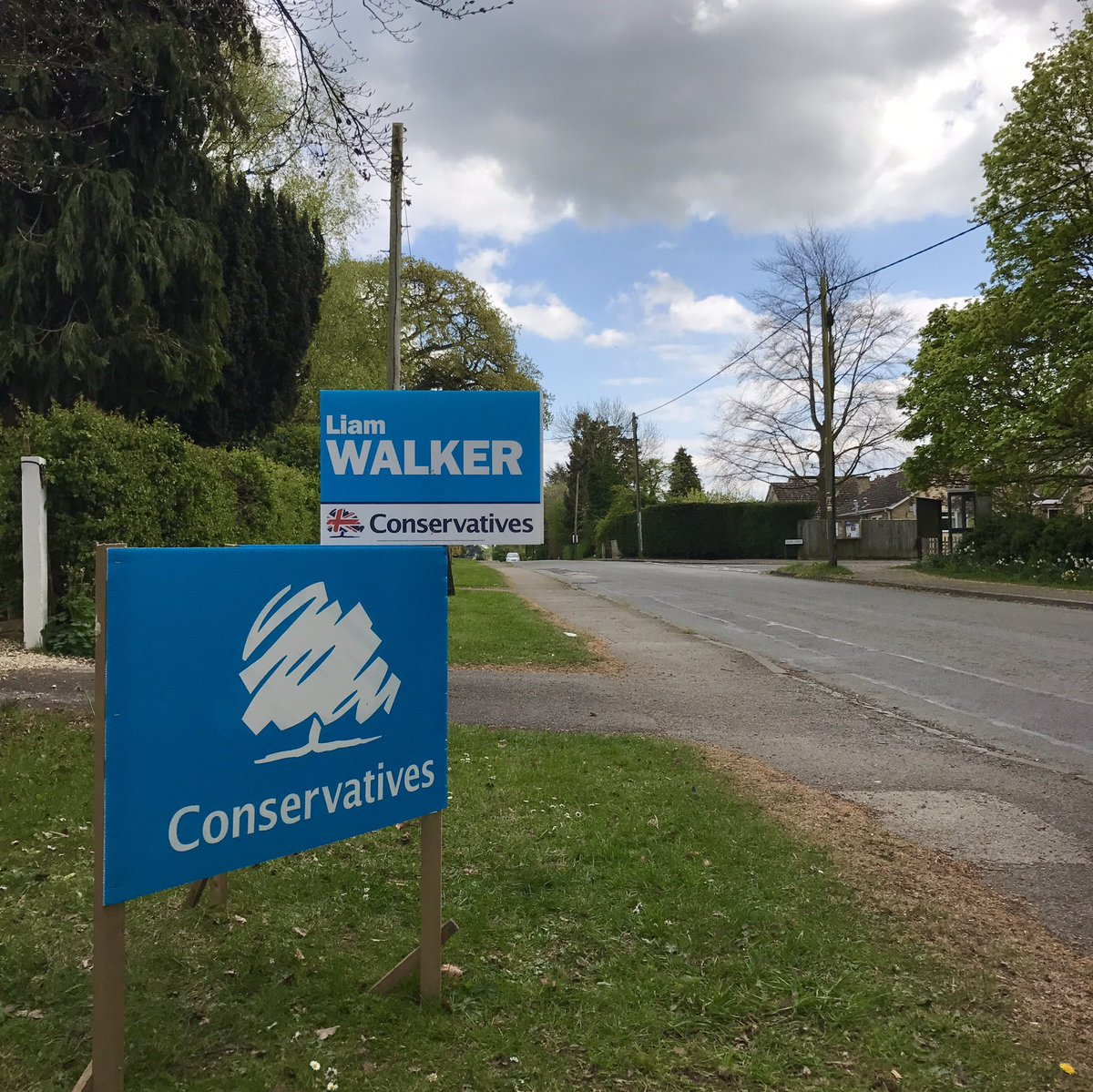 Another busy afternoon with @tobymorris decorating the Division with signs! #VoteConservative #Elections2017 <br>http://pic.twitter.com/BclbNPoDyT