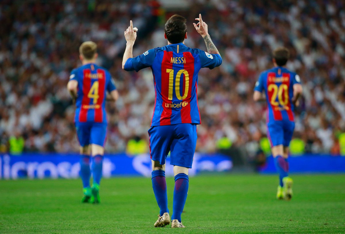 Lionel Messi wins #ElClasico ! The No10 scores his 500th Barcelona goal in added time to seal a 3-2 victory away to Madrid  #UCL <br>http://pic.twitter.com/JY2owYV9Rk