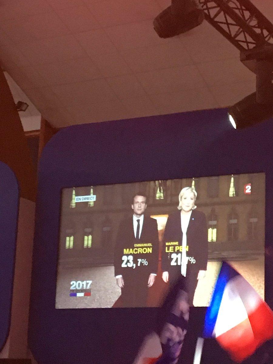 Thank you, the time is now ! Vive la #France  @MLP_officiel #Patriots vs. #globalization<br>http://pic.twitter.com/g0KjRFegkf