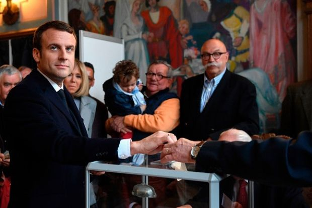 BREAKING | Macron and Le Pen qualify for 2nd round of France's preside...