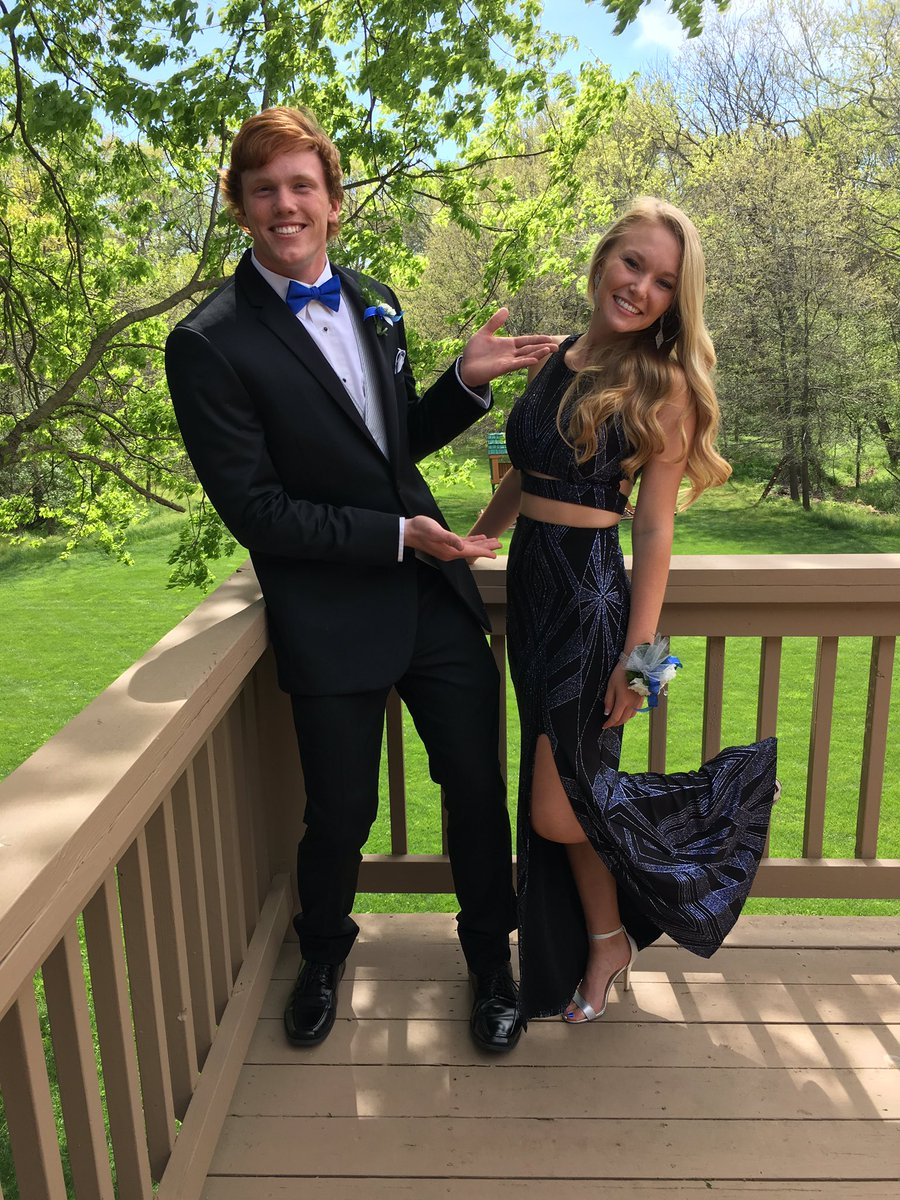 Jennifer Cates On Twitter Nd Prom Wthe Most Awkward Funny - 38 awkward prom photos ever