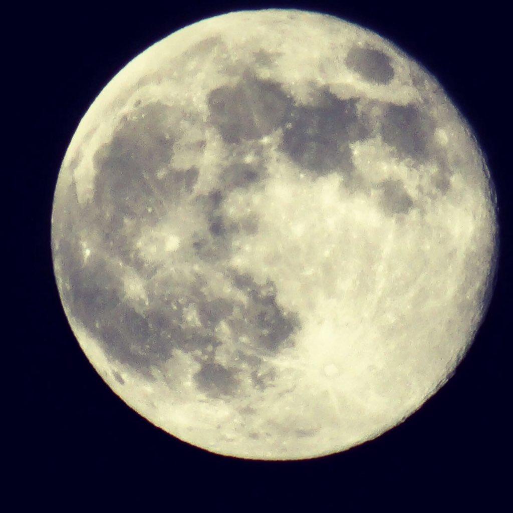 Full Moon... #boutique #tienda #regalos #complementos #santfrancesc #formentera #fullmoon #shopping #summer #formenteralovers<br>http://pic.twitter.com/p7A7Q9r4Ce