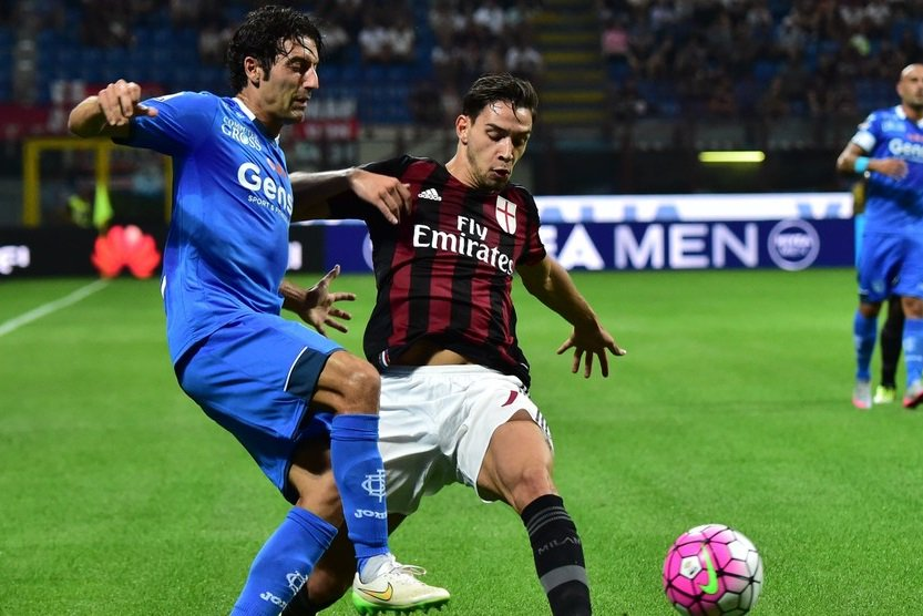 De Sciglio accerchiato dai tifosi del Milan, tensione dopo i fischi di San Siro - https://t.co/eFGEDn3Joc #blogsicilianotizie #todaysport
