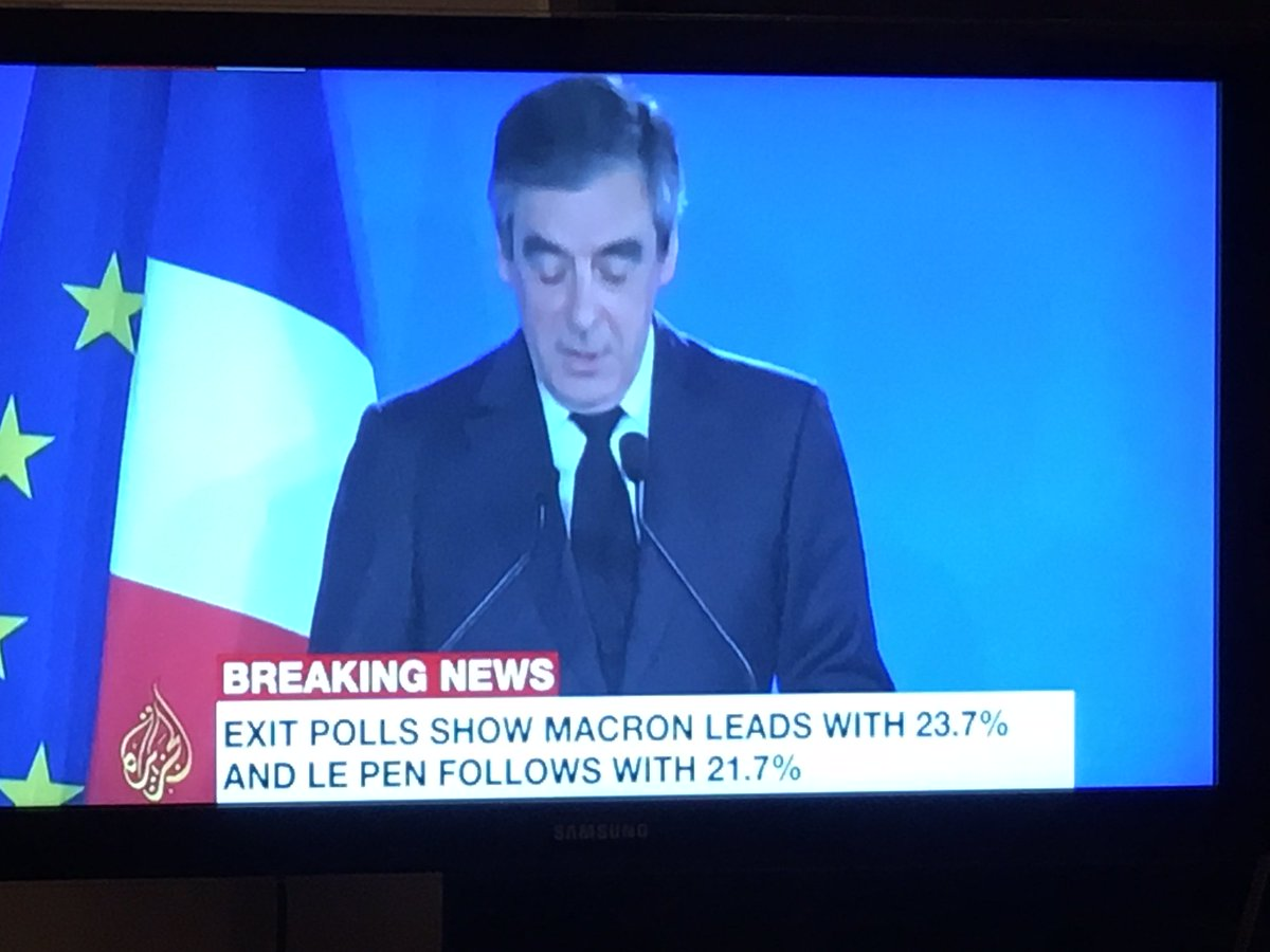 #Fillon: we have no choice but to vote against extreme right &amp; in favor of #Macron; abstention not an option #Frenchelections #France2017<br>http://pic.twitter.com/G20Mff1jag