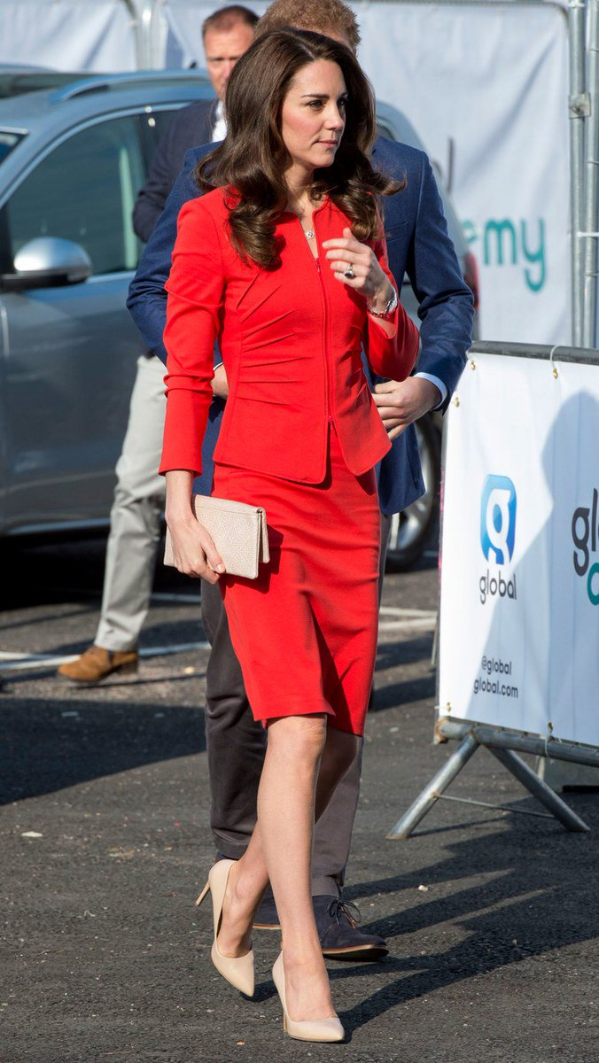 #ARMANI #RED Kate Middleton Wears Armani Collezioni to the Global Academy Opening in Hayes  http://www. vogue.com/article/kate-m iddleton-duchess-of-cambridge-armani-red-suit-dressing-celebrity-royal-style?mbid=social_onsite_twitter &nbsp; …  via @voguemagazine<br>http://pic.twitter.com/DTGqCShxC7