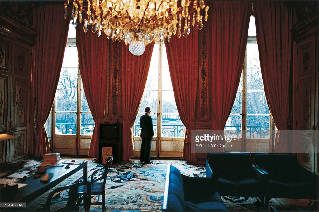 Five days before the beginning of the Gulf war, president François Mitterrand in his office #Flashback #Élysée <br>http://pic.twitter.com/Ak2W5Hw6qW